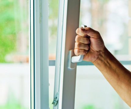 Faulty window lock-reasons to contact a professional