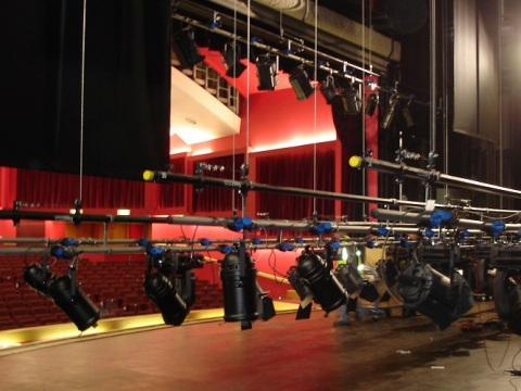 Use stage hoists for a state-of-the-art performance