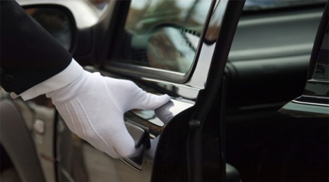 Chauffeur cars help you save time and money